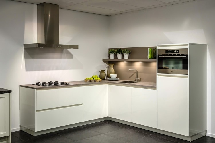 Hoogglans Keuken Zwart : Witte keukens qasa