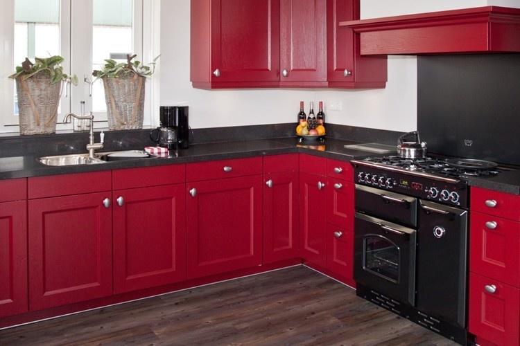 Rood keuken landelijk home design idee n en meubilair inspiraties - Keuken in rood en wit ...