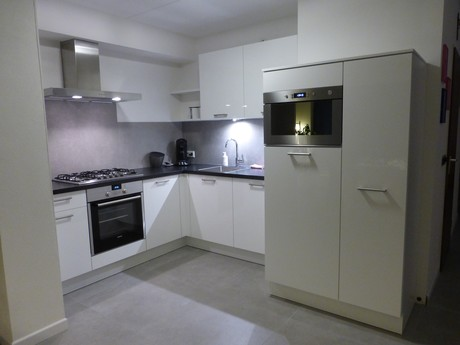 Keur Keukens Keukentegels : Arma badkamers nunspeet arma keukens en sanitair showroom