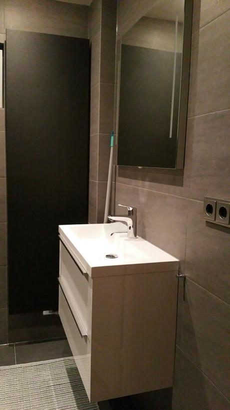 geplaatste badkamermeubel